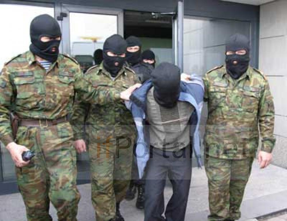 К. Находящегося в розыске преступника передали в органы внутренних дел